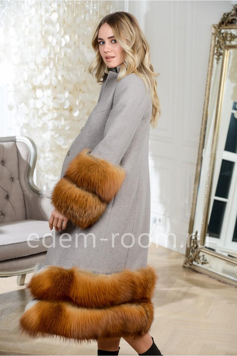 Шикарное пальто с мехом лисы