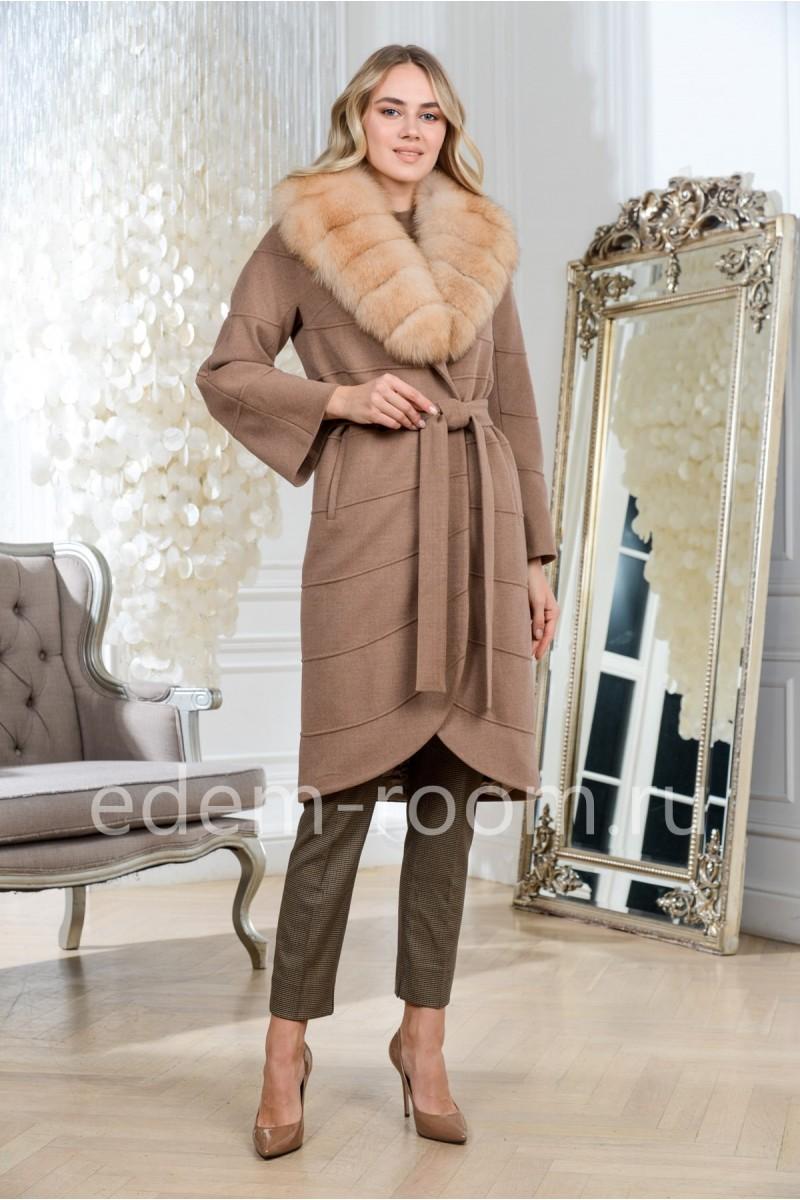 Осенне-весеннее пальто с мехом песца