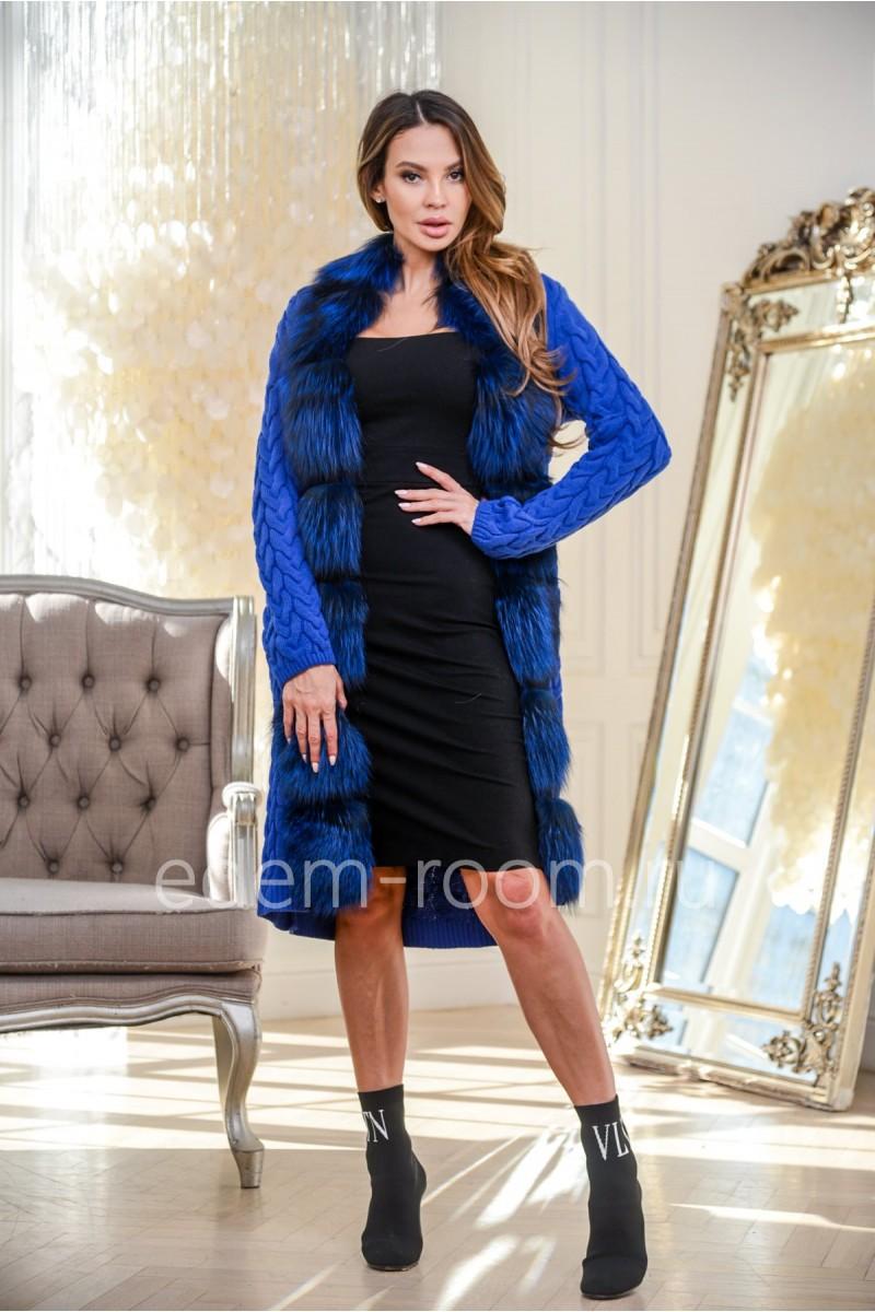 Вязаное пальто с мехом чернобурки