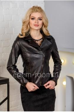 Повседневная женская куртка из натуральной кожи черного цвета