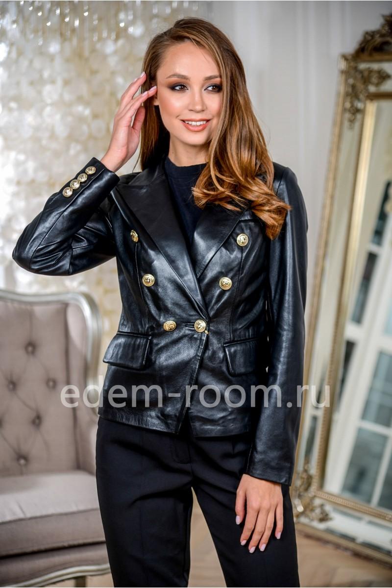 Черная куртка кожаная укороченная