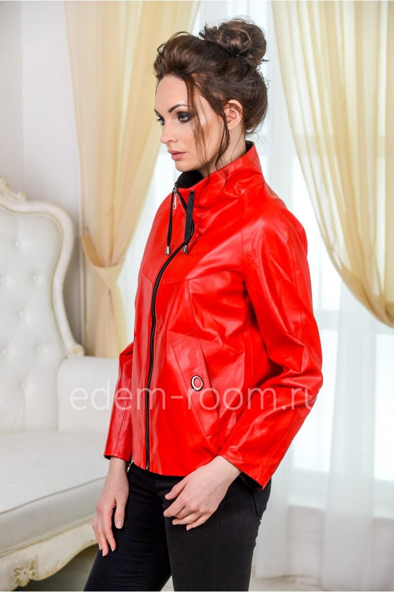 Красная куртка из эко-кожи