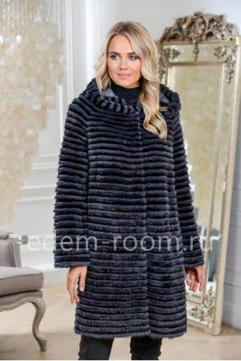 Меховое пальто с капюшоном