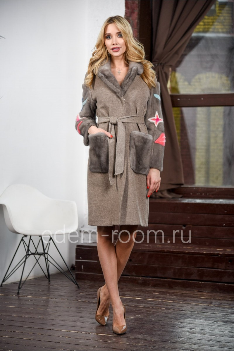 Пальто с меховыми рукавами