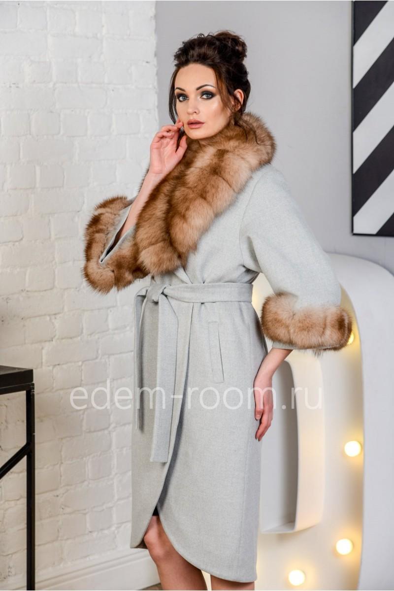 Женское пальто со съемным воротником