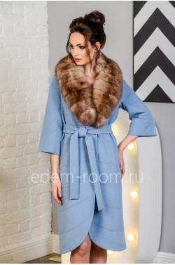 Голубое пальто для межсезонья