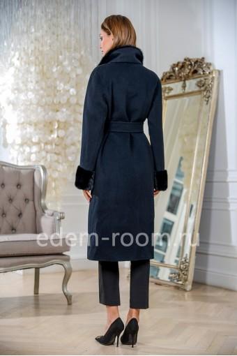 Демисезонное черное пальто с воротником