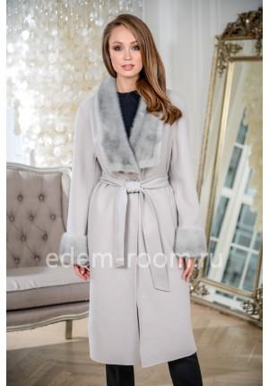 Кашемировое пальто с меховым воротником