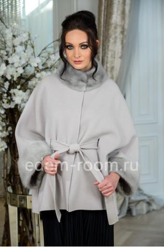 Кашемировое пальто с меховыми мажетами
