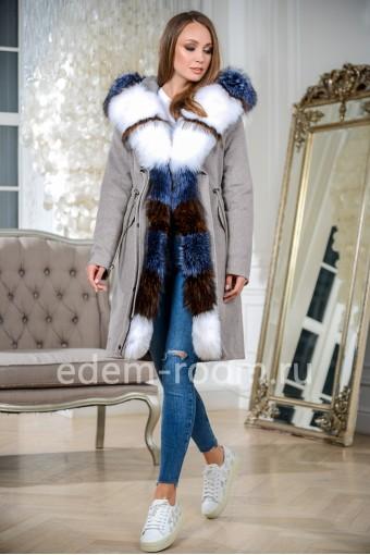 Яркая парка - пальто с мехом на утеплителе