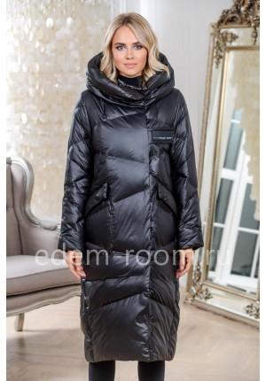 Чёрное пуховое пальто с капюшоном