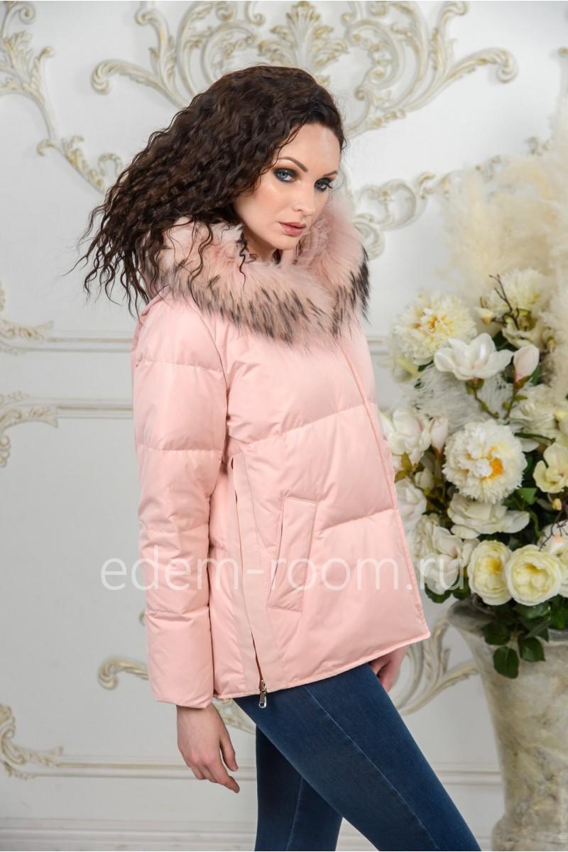 Розовая пуховая куртка с меховым капюшоном