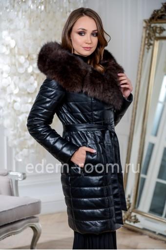Кожаное пальто с меховым капюшоном