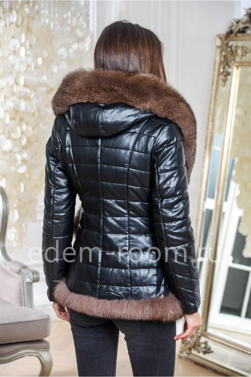 Красивая куртка из эко-кожи с мехом песца