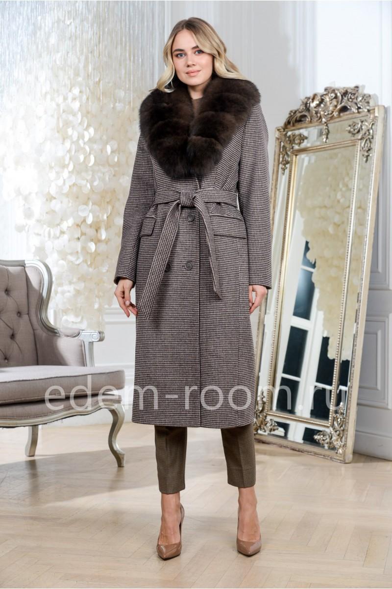Утепленное пальто в мелкую клетку