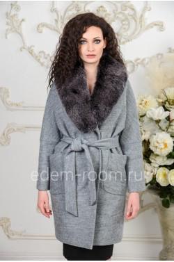 Шерстяное пальто с меховым воротником