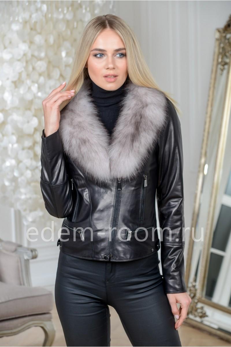 Демисезонная кожаная куртка с меховым воротником