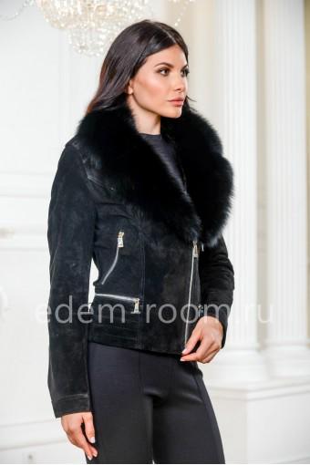 Замшева куртка с меховым воротником