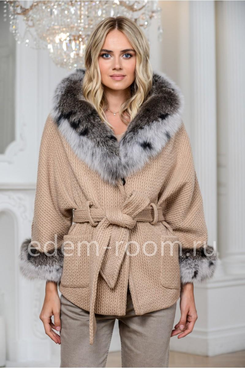 Короткое шерстяное пальто под пояс