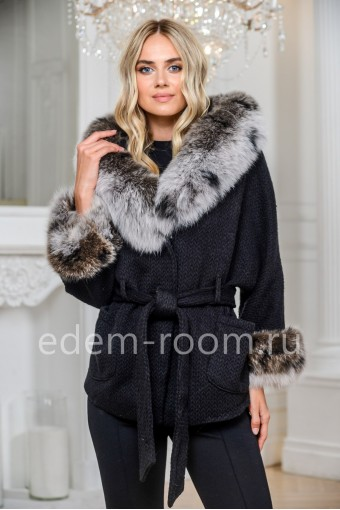 Пальто из вязаной шерсти с мехом песца