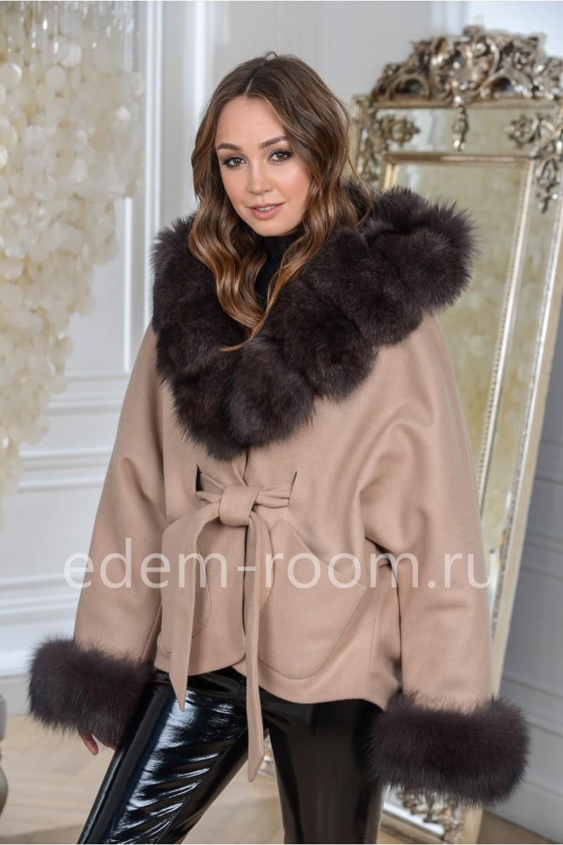 Утеплённое пальто с мехом песца