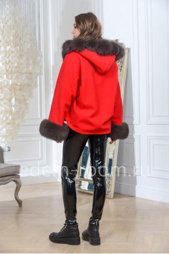 Красное пальто с мехом песца