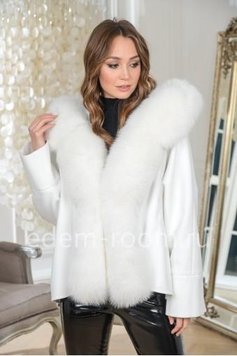 Демисезонное пальто с мехом финского песца