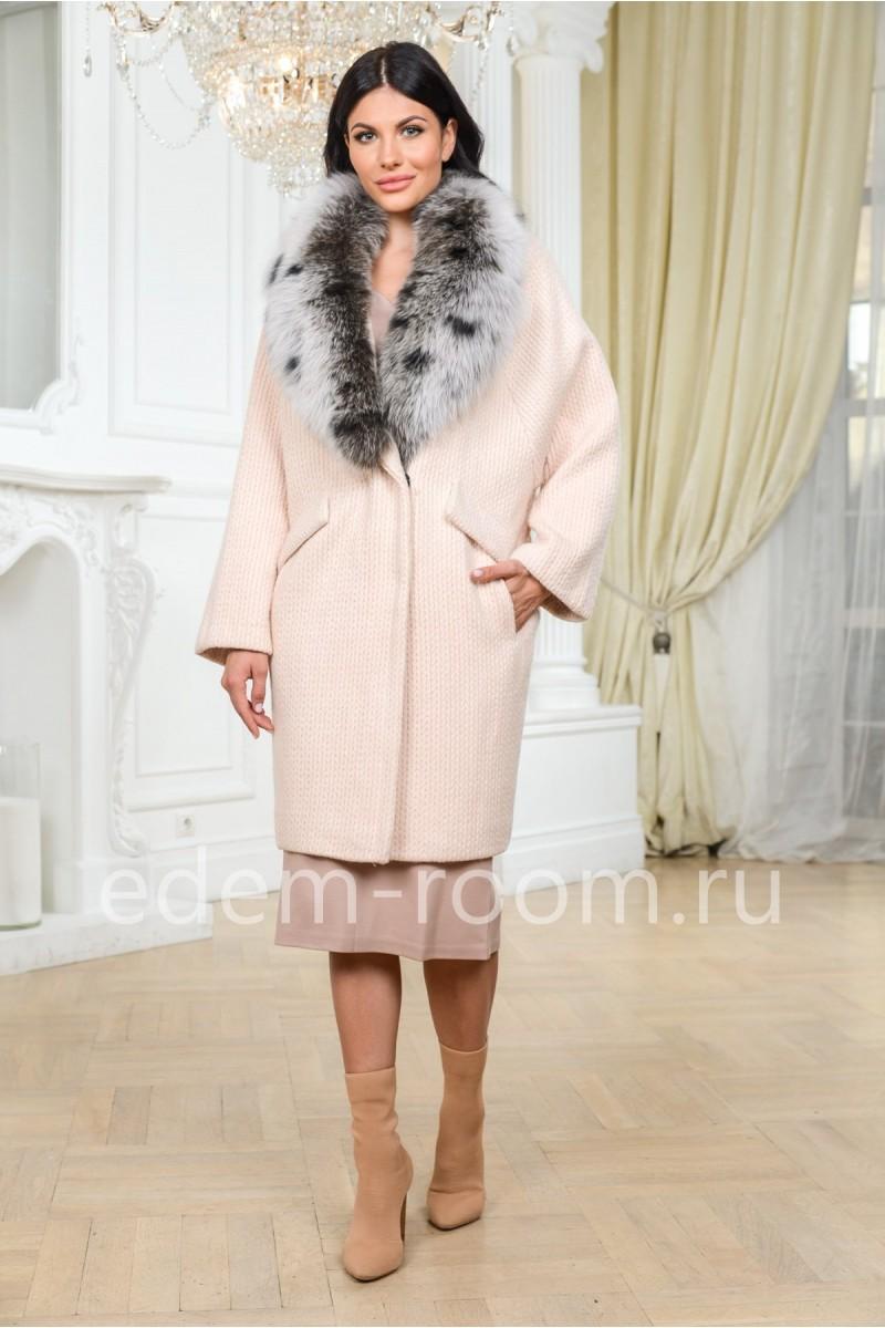 Вязаное пальто с меховым воротником
