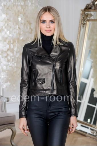 Укороченная куртка кожаная черного цвета
