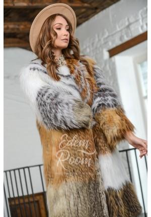 Меховое пальто  в росшив из лисы