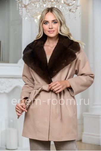 Шерстяное пальто с воротником из норки