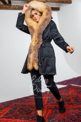Чёрная парка с мехом лисы