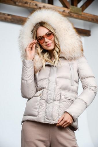 Куртка пуховая с густым мехом енота