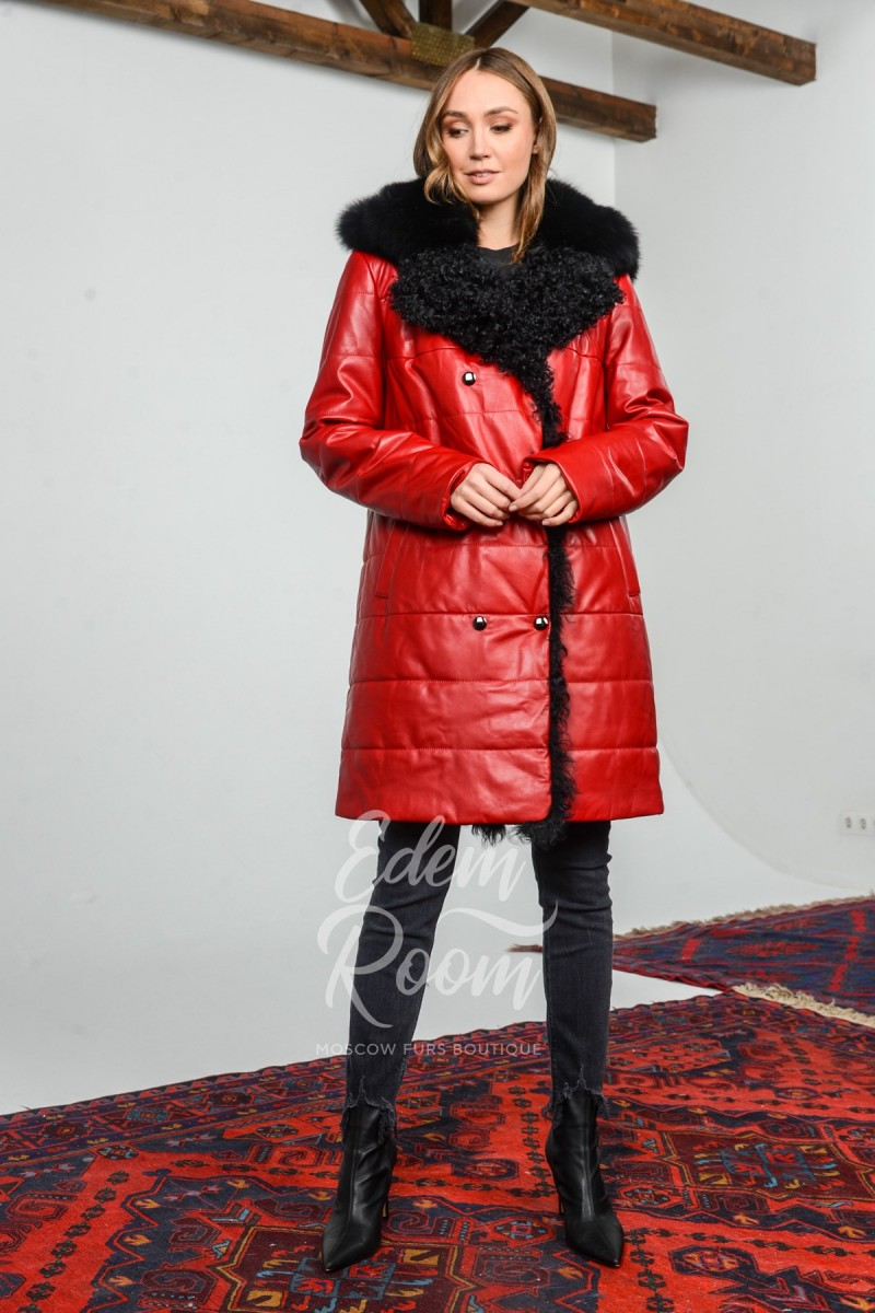 Красный кожаный пуховик