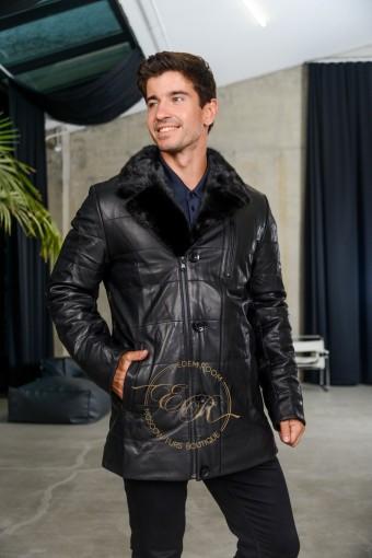 Утеплённая кожаная куртка с меховым воротником