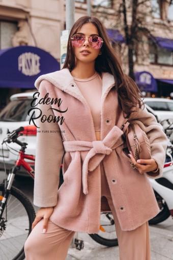 Шерстяное пальто с капюшоном под пояс