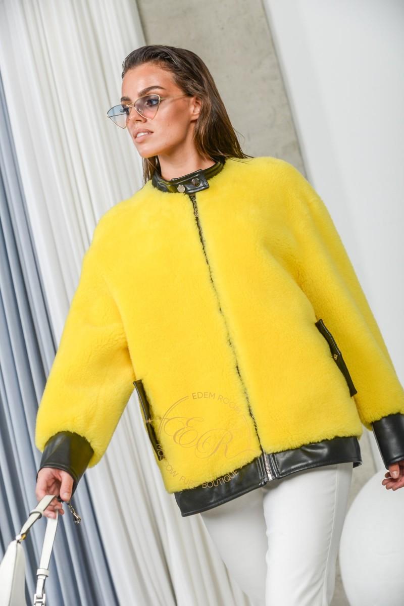 Яркая шерстяная куртка