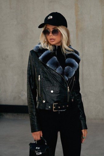 Чёрная кожаная куртка на молнии с мехом