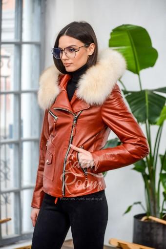 Женская кожаная куртка с меховым капюшоном