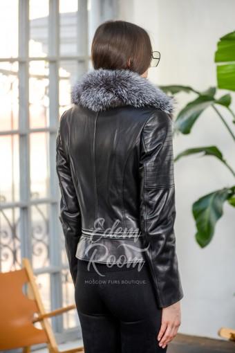 Короткая куртка из кожи с мехом