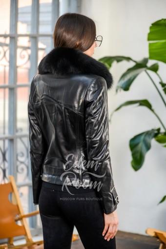 Кожаная куртка с воротником их меха
