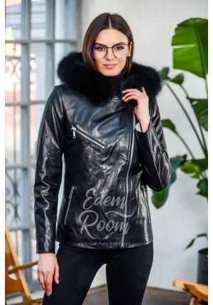 Чёрная кожаная куртка с меховым капюшоном