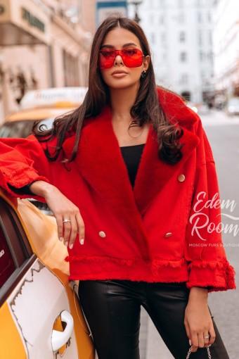 Красная джинсовка с норковым воротником