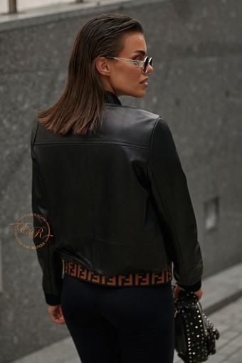 Современная кожаная куртка на резинке