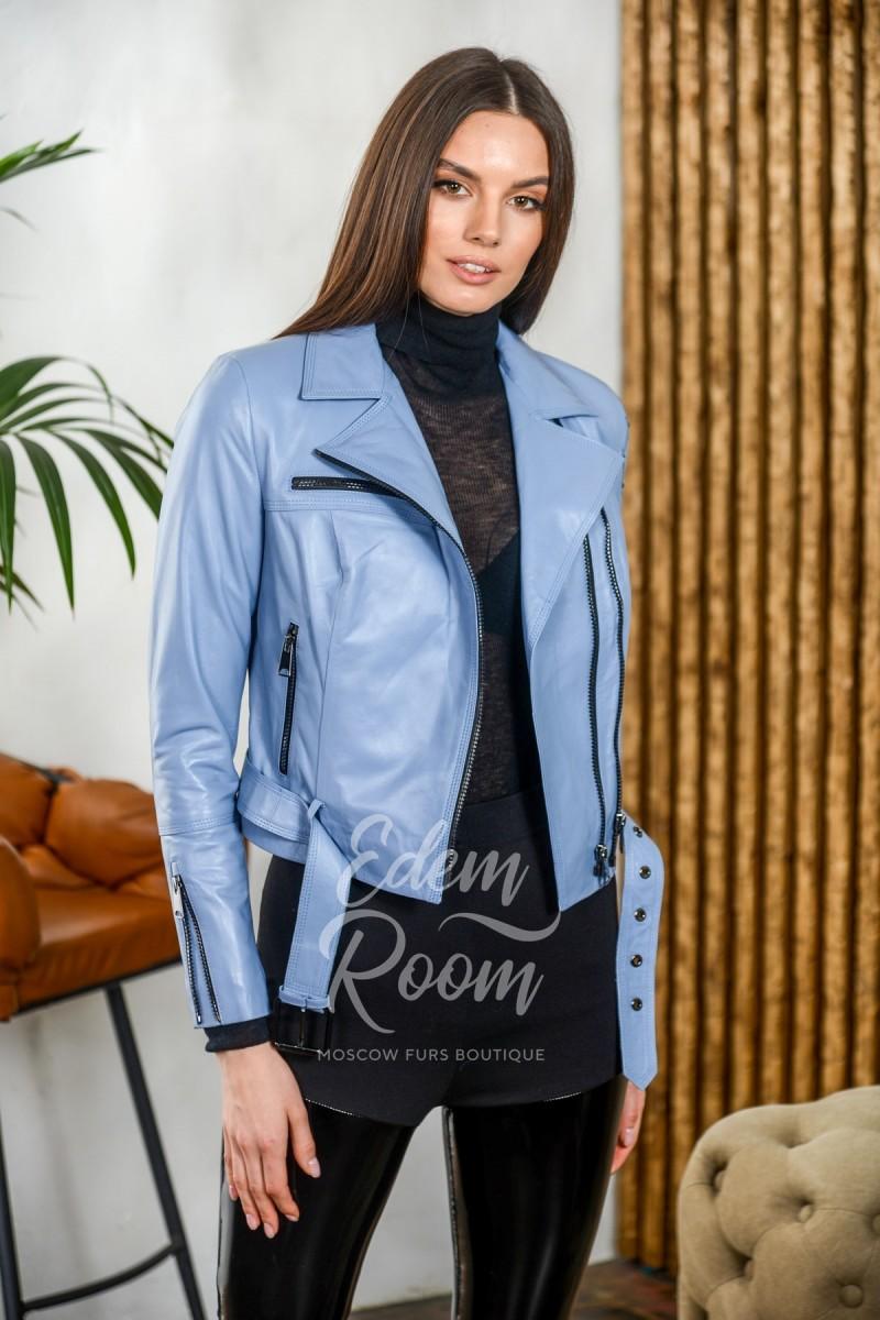 Голубая куртка с поясом
