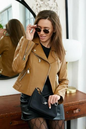 Короткая приталенная куртка