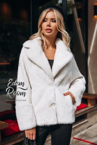 Белая норковая куртка на пуговицах