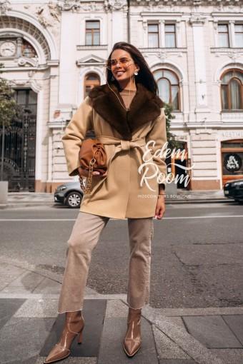 Пальто из шерсти с норковым воротником