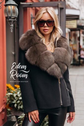 Куртка - пальто с большим меховым воротником