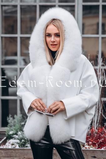 Белое пальто - пончо с мехом